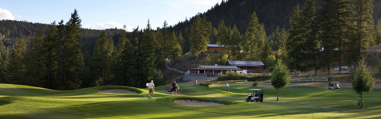Chinook Cove Golf Course hole with sand traps